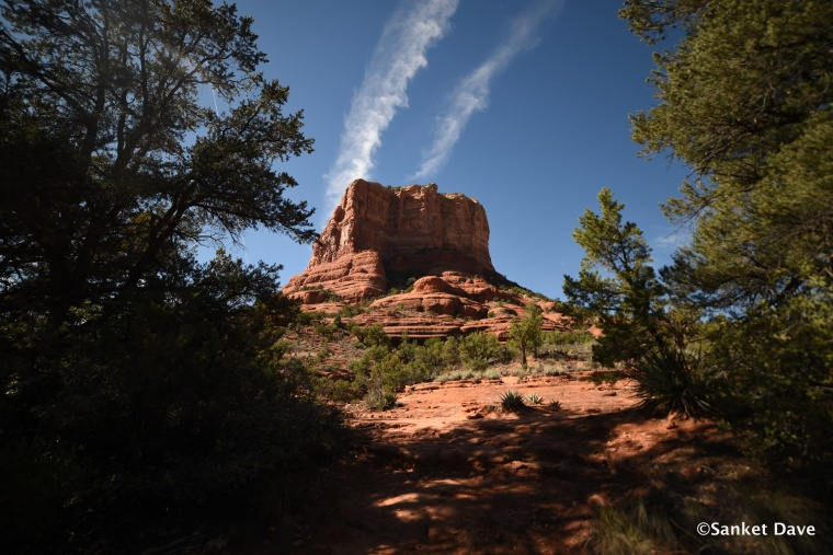 Trail around Bell Rock and Butte Rock
